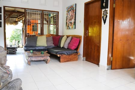 Room type: Entire home/apt Bed type: Real Bed Property type: House Accommodates: 3 Bedrooms: 1 Bathrooms: 2