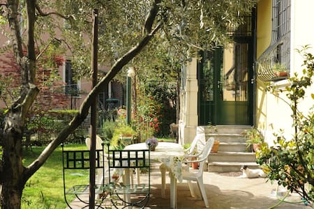 Room with a beautiful garden - Milano - Bed & Breakfast