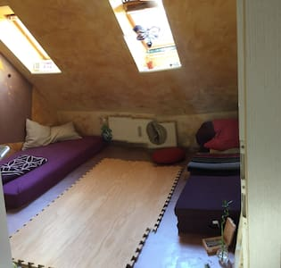 Kleines, schönes Zimmer zum Ausruhen und Schlafen - Apartment