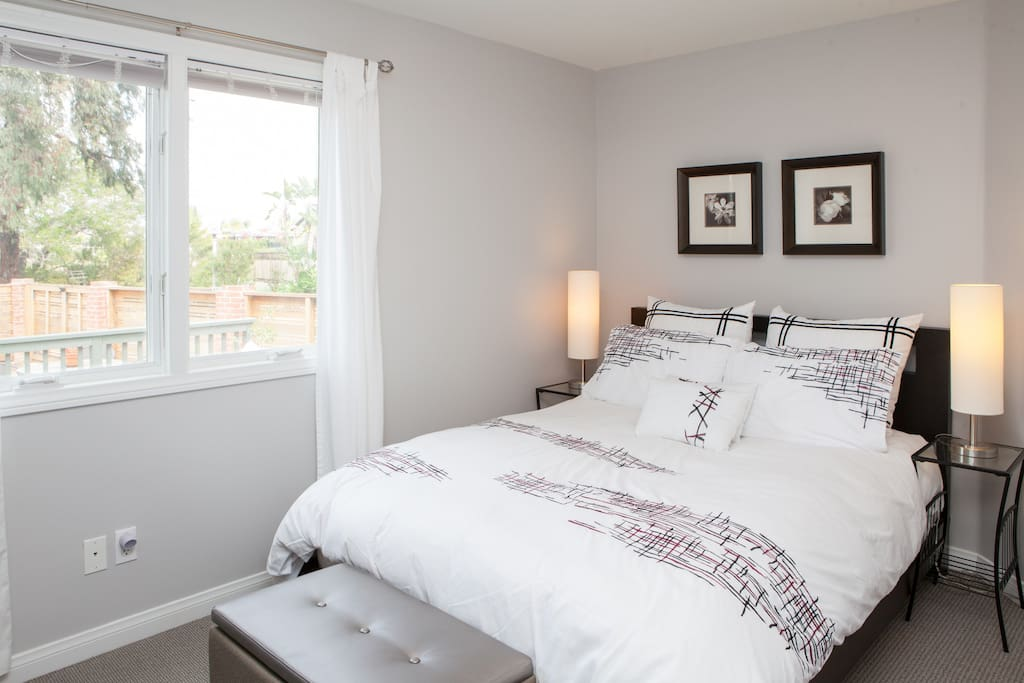 bedroom with queen bed, 800 thread count sheets