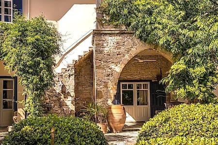 5 Filias St. Anoyira (Anogyra) - Ház
