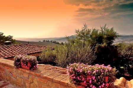 Typical Villa for 8 stunning view - Pienza