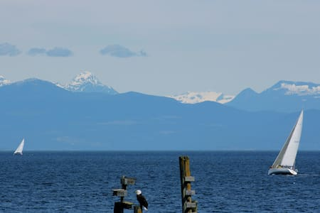 VANCOUVER  ISLAND ELES ESCAPE B&B  - Bed & Breakfast