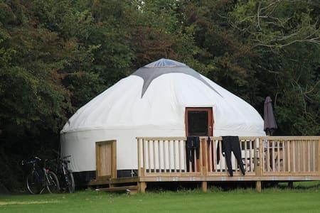 Luxury Yurts with hot tub - Tenda