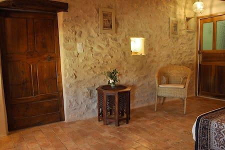 Chambre dans un village provençal - Bed & Breakfast