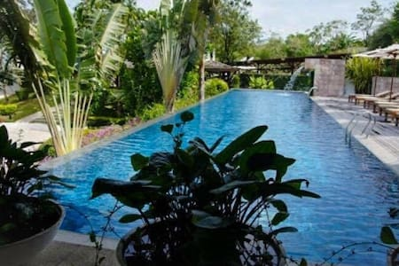 Seafront condo w/pool, picturesque! - Apartemen