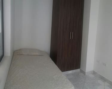 ¡ Comfortable single bedroom / Enjoy your stay ! - Huis