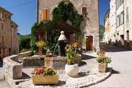 Maison de Village  - Moriez