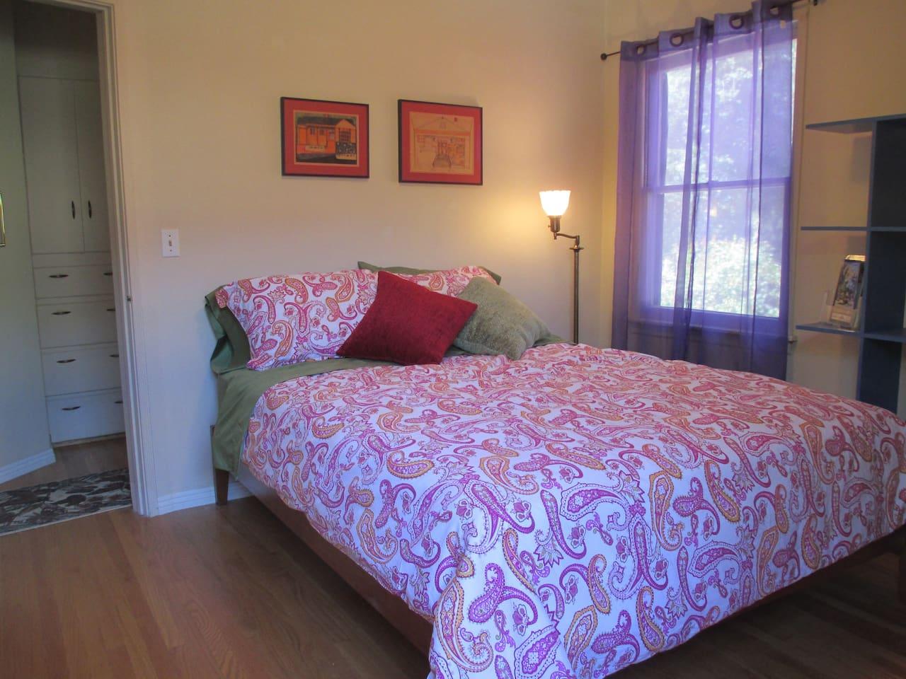 Queen Size bed in Guest's Room