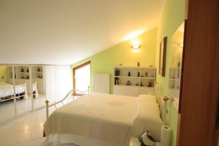 10km LagoD'Iseo-Suite+Bathroomx2 - Villa