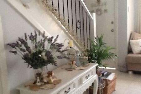SINGLE Cosy Comfy Room - Greystanes  - Rivitalo