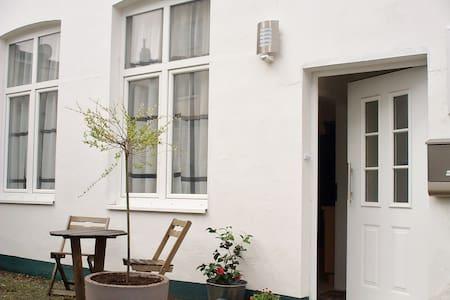 Quiet Backyard apartment Central - Lübeck - Appartement