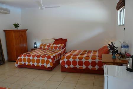 Flamboyant Lodge & Restaurant.KZN - Hluhluwe - Bed & Breakfast