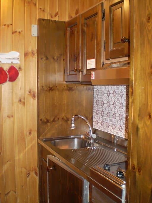 angolo cottura, con piastra elettrica/kitchen with hot plates