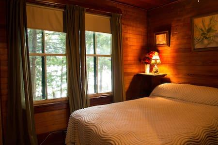 Coccia Pines - Adirondack getaway - Tupper Lake - Cabin