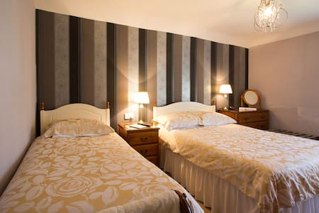 2 Bedded Ensuite Dover Castle view - Bed & Breakfast