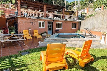 Apartamento con jardín y piscina - Argentona - Condominium