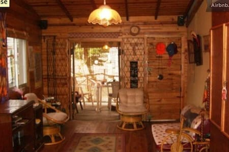 Tree House Log Cabin Colombo 3 - Casa na árvore