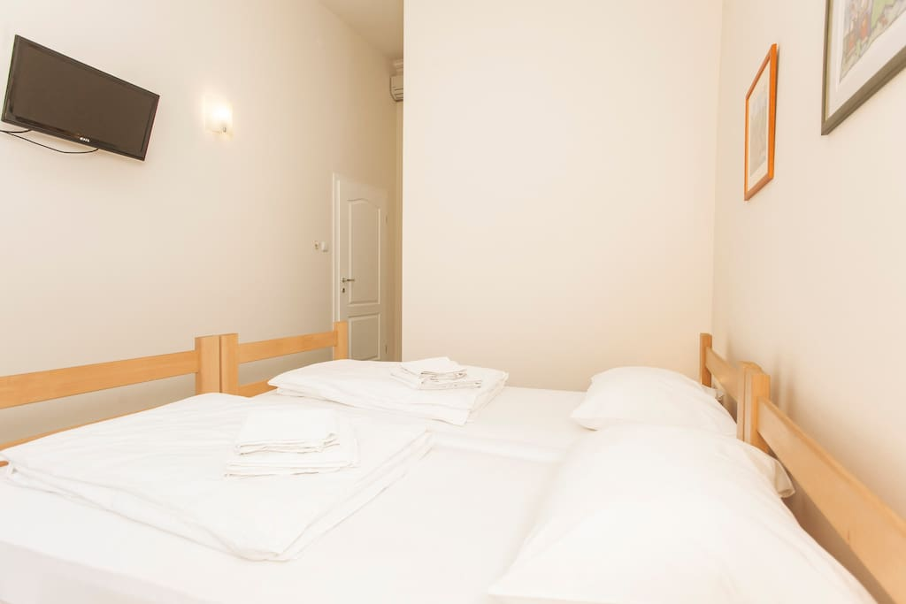 Markale-room B,private bath,1-2 ppl