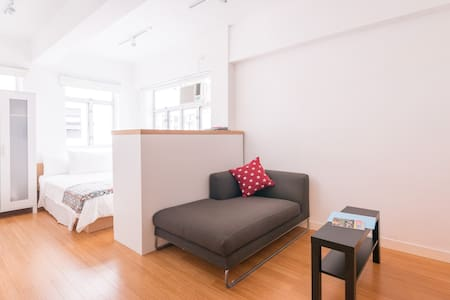 Whether you are here for business or just a leisure getaway, this open studio rooftop terrace in the heart of Central will complete your perfect stay.The listing's  within minutes walk to Lan Kwai Fong and the Central MTR, trams, buses and ferries.