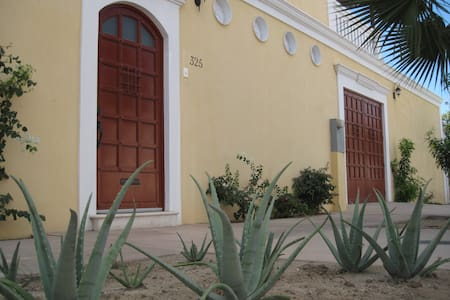Best Located Micro-Mansion in town! - La Paz - House
