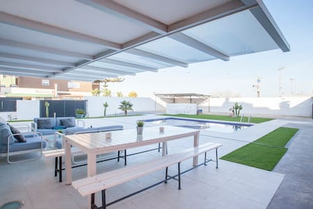Luxury Villa w/pool near Valencia&Beach - Villa