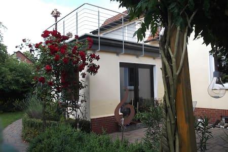 Ferienwohnung 45m2 und sonniger Balkon 30 m2 - Wohnung