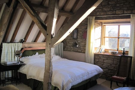 17c Listed Barn in beautiful Cotswold village - Bed & Breakfast