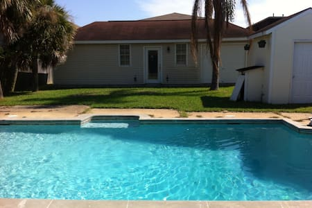 NEW Renovated PRIVATE POOL HOUSE - 10 min to NOLA - Metairie - House