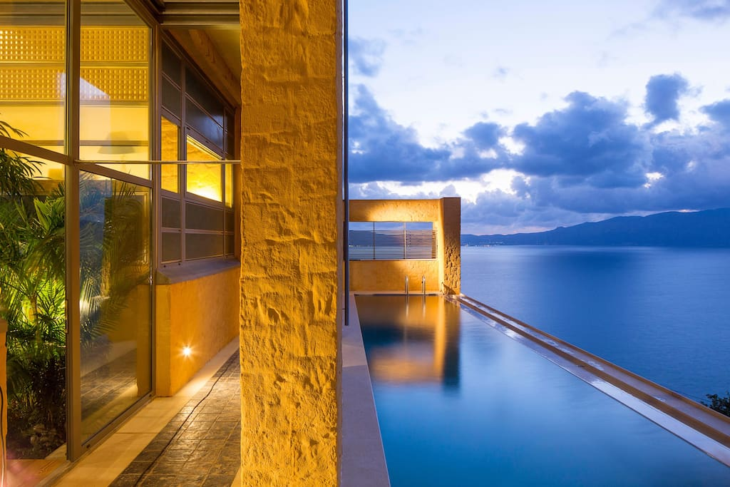 40 square meters infinity swimming pool with panoramic view