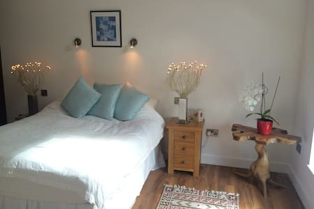 Double bedroom with own bathroom  - Casa