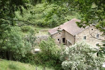 GITE FERME ARDECHOISE VALLEE EYRIEU - Saint-Martin-de-Valamas