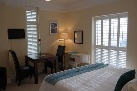 B&B with stunning views and parking - Dartmouth - Bed & Breakfast