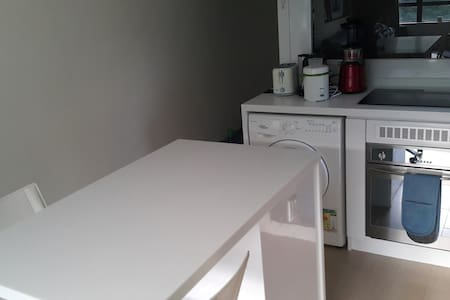 Spacious, 1-bed open plan flat near to the airport - Hong Kong - Apartment