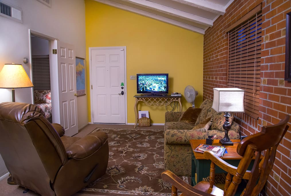 Cable television, wi-fi, front and rear entrances.  Living room is separate from bedroom if someone wants to turn in early or read in bed without t.v.