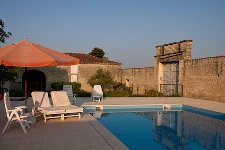 Historic Domain XV c. Renovated w/Heated Pool - Rouillac - Haus