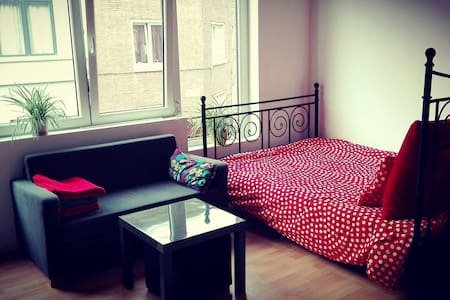 Cosy room with private bathroom 15mins from center - House
