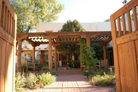 Historical Home, 1 block to Plaza - Taos