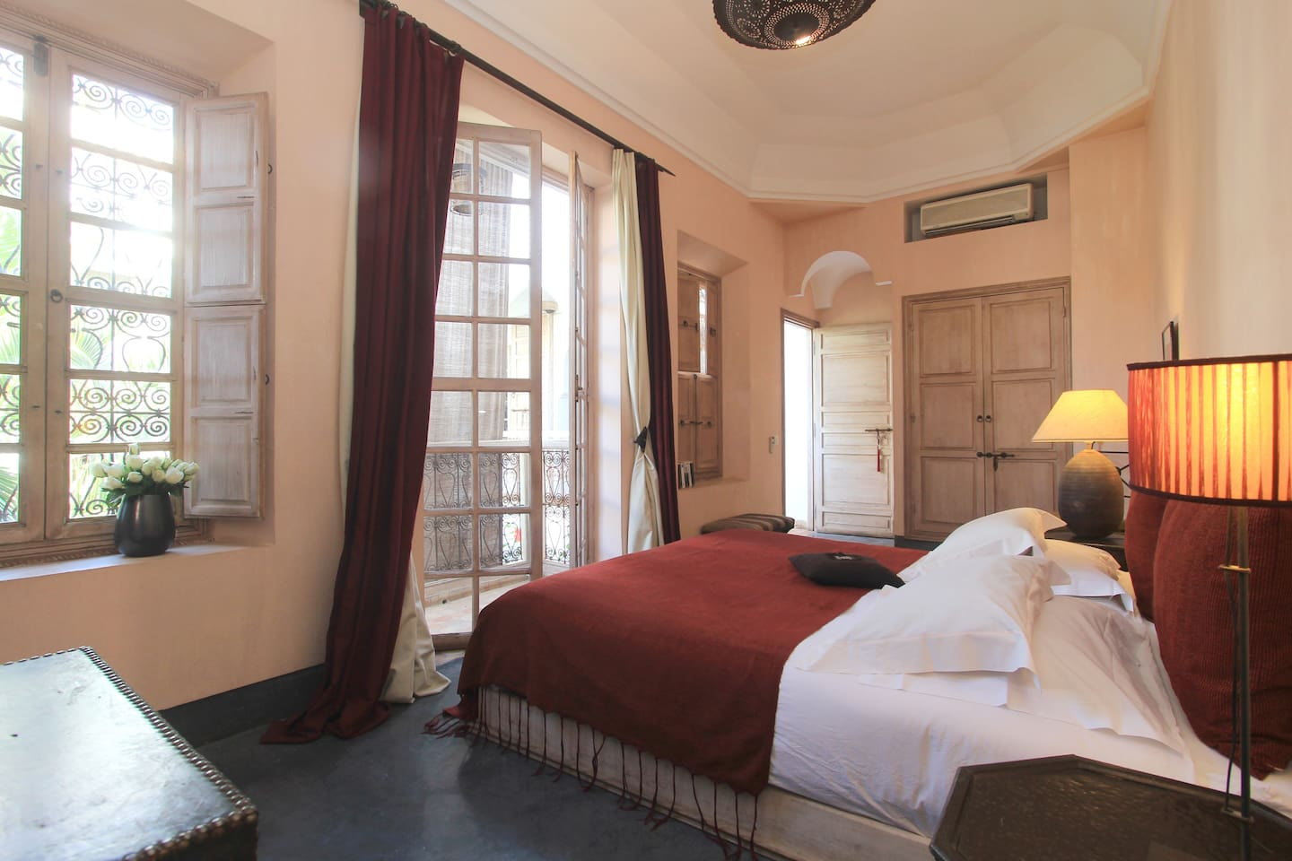 Large double bedroom *l'Afriquaine* with king-size