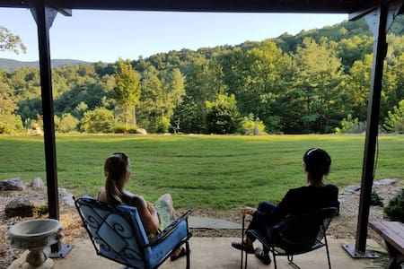 Comfy 'Cabin at Noon' in the Blue Ridge Mountains - Roanoke