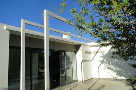 prachtige bungalow in de Algarve - Quelfes