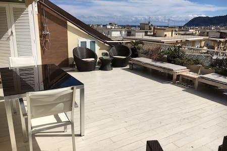 Alloggio design, ampio terrazzo 100 metri dal mare - Wohnung