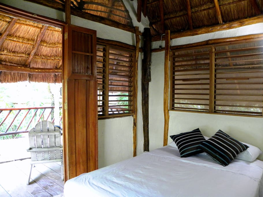 room and balcony 2nd level / habitacion y balcon 2o nivel