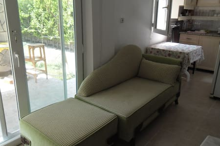 bahçe içinde 1 oda açık salon - Çeşme - Villa