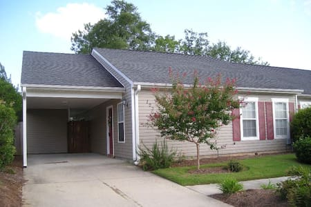 Spacious Town Home minutes from downtown Aiken - Apartamento