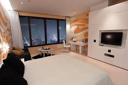 瑪斯提設計旅店 座落於高雄市地標--高雄85大樓之32樓(32度晴) - Lingya District - Other