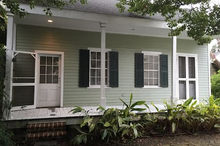 Cozy Garconierre Off St.Charles - New Orleans - House