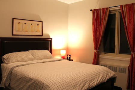 Cozy Room, GREAT Bed, Steps from Metro - Montréal - Apartment