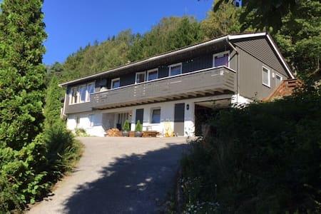Utsiktsveien 17, N-4580  Lyngdal - Lyngdal - House