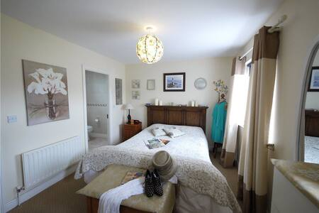 Enjoy a relaxed stay in our cute shabbychic house. - Clane - Řadový dům